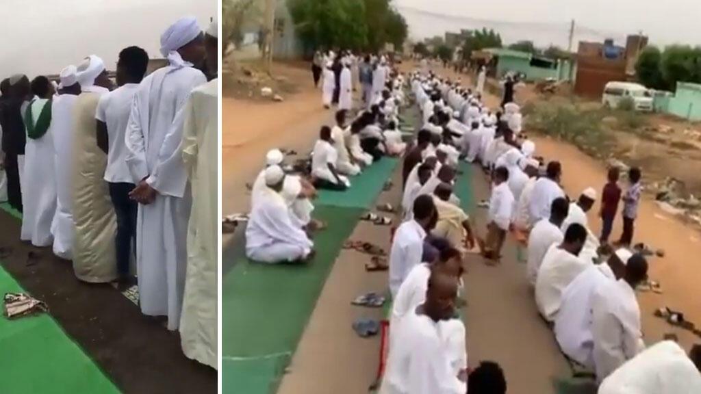 """Captures d'écran de vidéos relayées sur les réseaux sociaux montrant des Soudanais effectuer la """"prière de l'Aïd el Fitr"""", mardi 4 juin."""