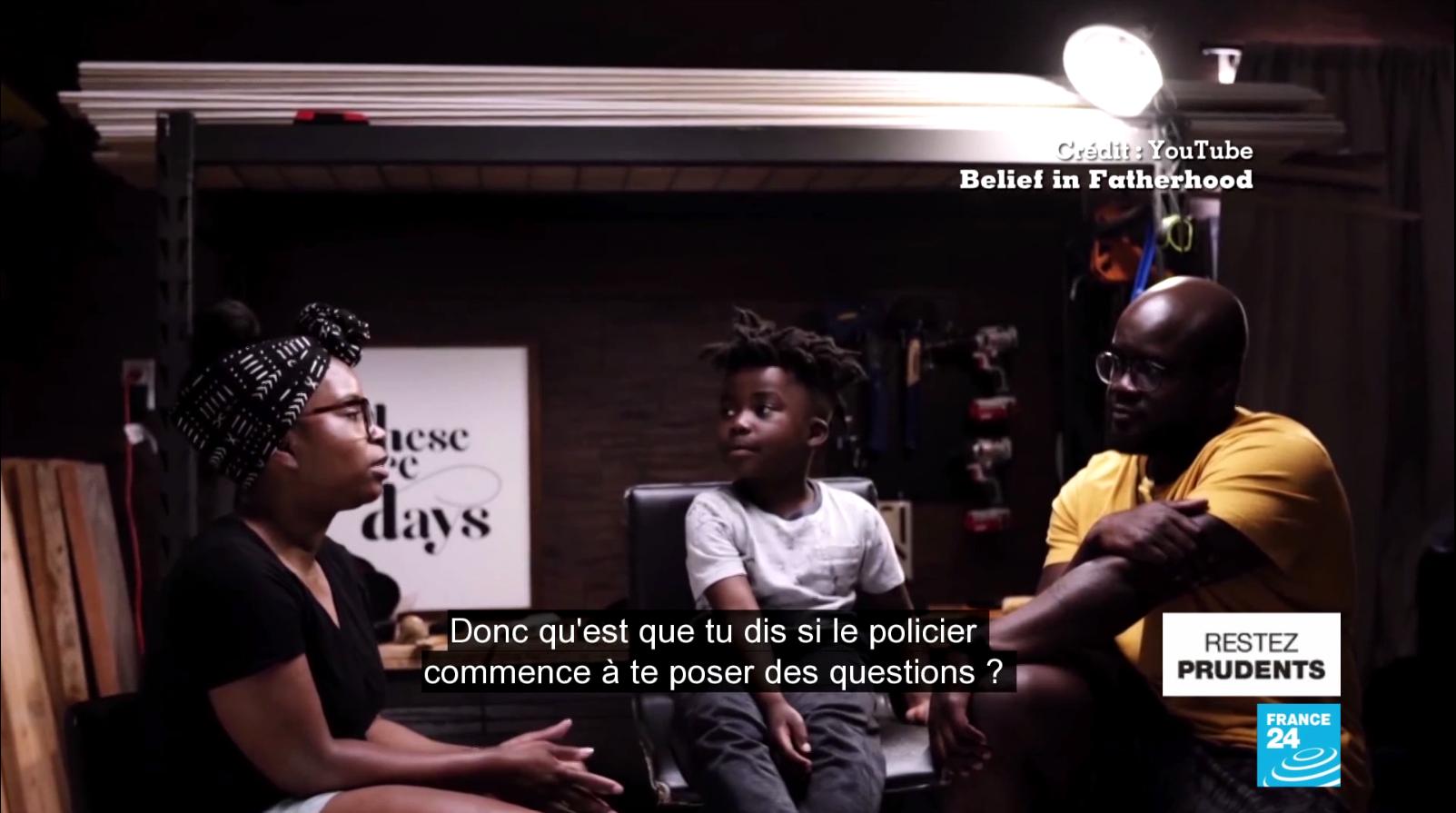 Glenn et Yvette Henry apprennent à leur fils comment réagir face à un policier dans une vidéo publiée sur leur chaîne YouTube Belief In Fatherhood.