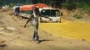 Autour de Walikale, début septembre 2017, la saison des pluies a contribué à faire de la route un bourbier inextricable pour les camions.