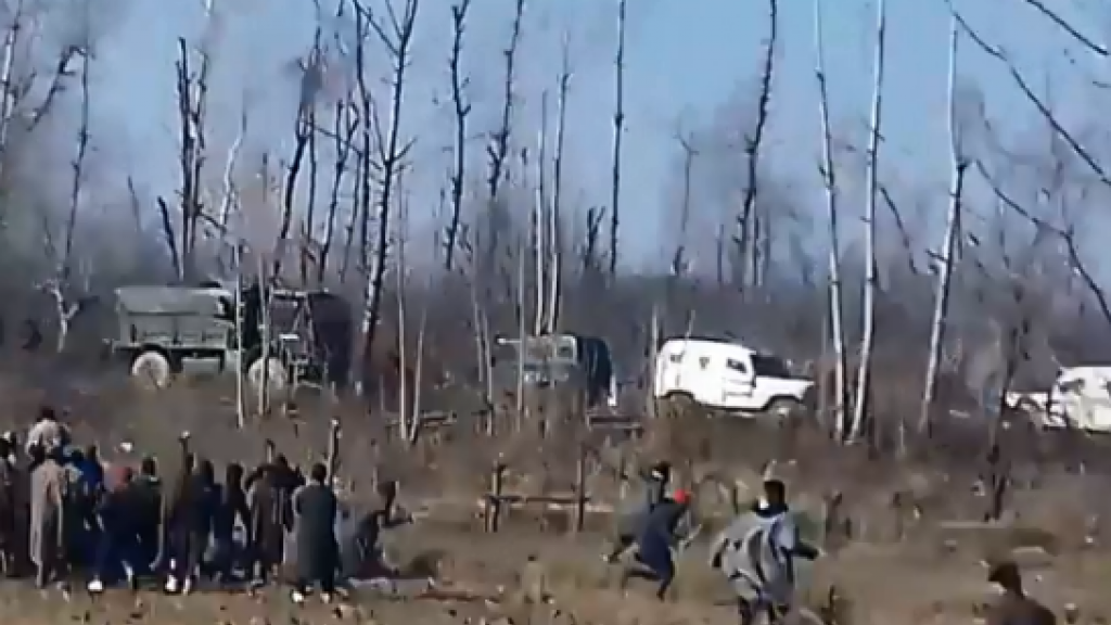 This is a screengrab from the second video below. The footage was shot on December 15,2018, in Kharpora Sirnoo, a village in the Pulwama district in the state Jammu and Kashmir in northern India.