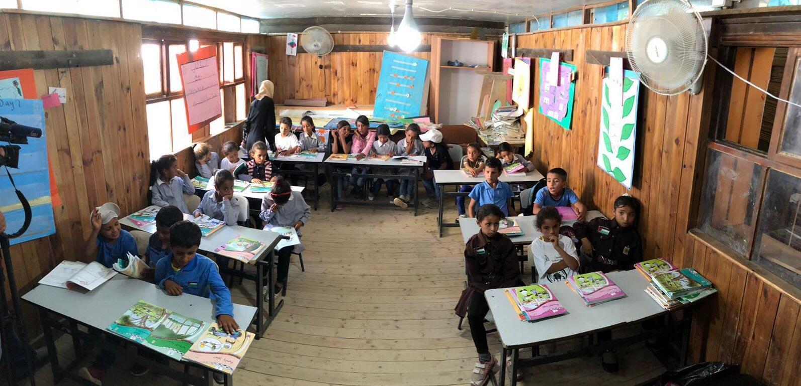 Photo d'une salle de classe à l'école du village de Khan al-Ahmar, envoyée par notre Observateur.