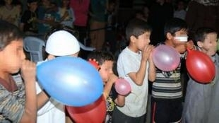 Gonflage de ballons à Abu Kamal (Syrie). Photo de l'EI.