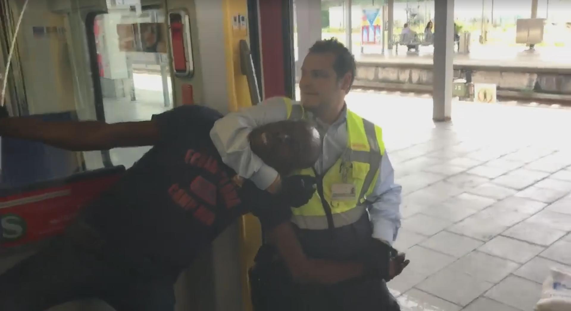 Un homme de 46 ans est violemment sorti d'une rame de train à Munich, le 27 juin 2017. Capture d'écran d'une vidéo publiée sur Facebook.