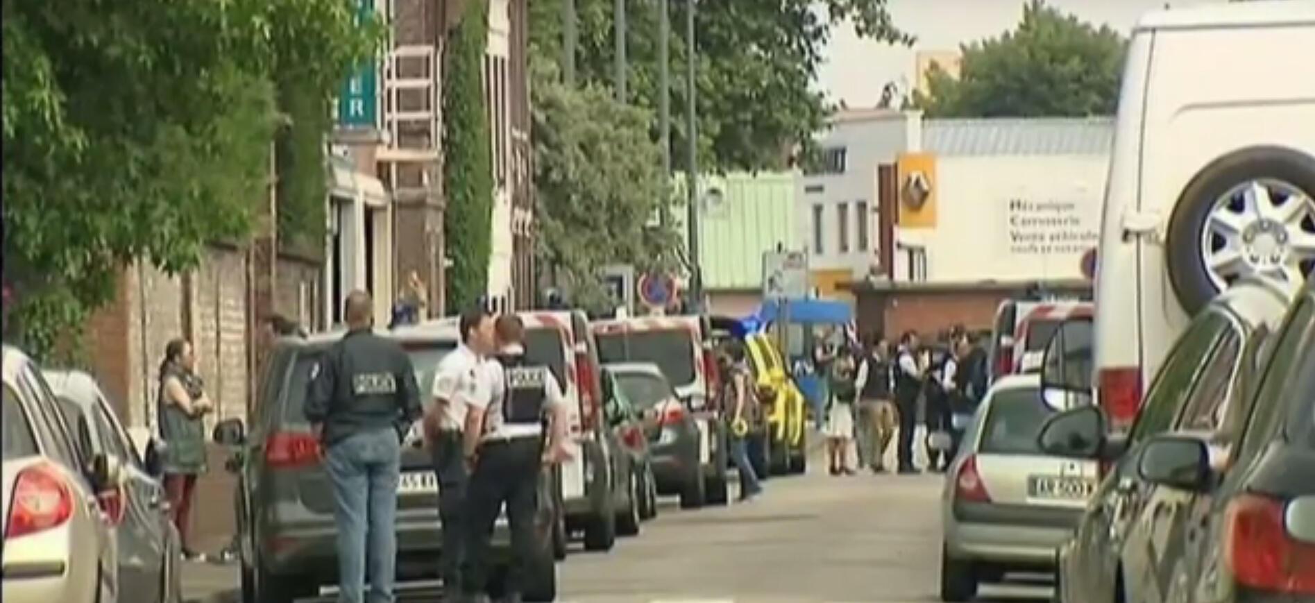 Des policiers à Saint-Étienne-du-Rouvray mardi 26 juillet.