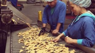 """Les """"Chirps crisps"""" sont produites dans une usine à Eureka en Californie (photo du compte Instagram de Chirps Chips)"""