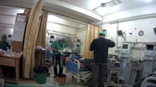 Photo montrant une unité de soins intensifs dans un hôpital d'Alep. Une ONG américaine a installé une caméra dans cette salle pour effectuer des consultations à distance. Image transmise par notre Observateur.