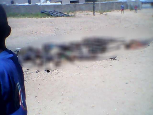 Des cadavres au sol à Ilakaka suite au massacre. Photo publiée sur les réseaux sociaux.