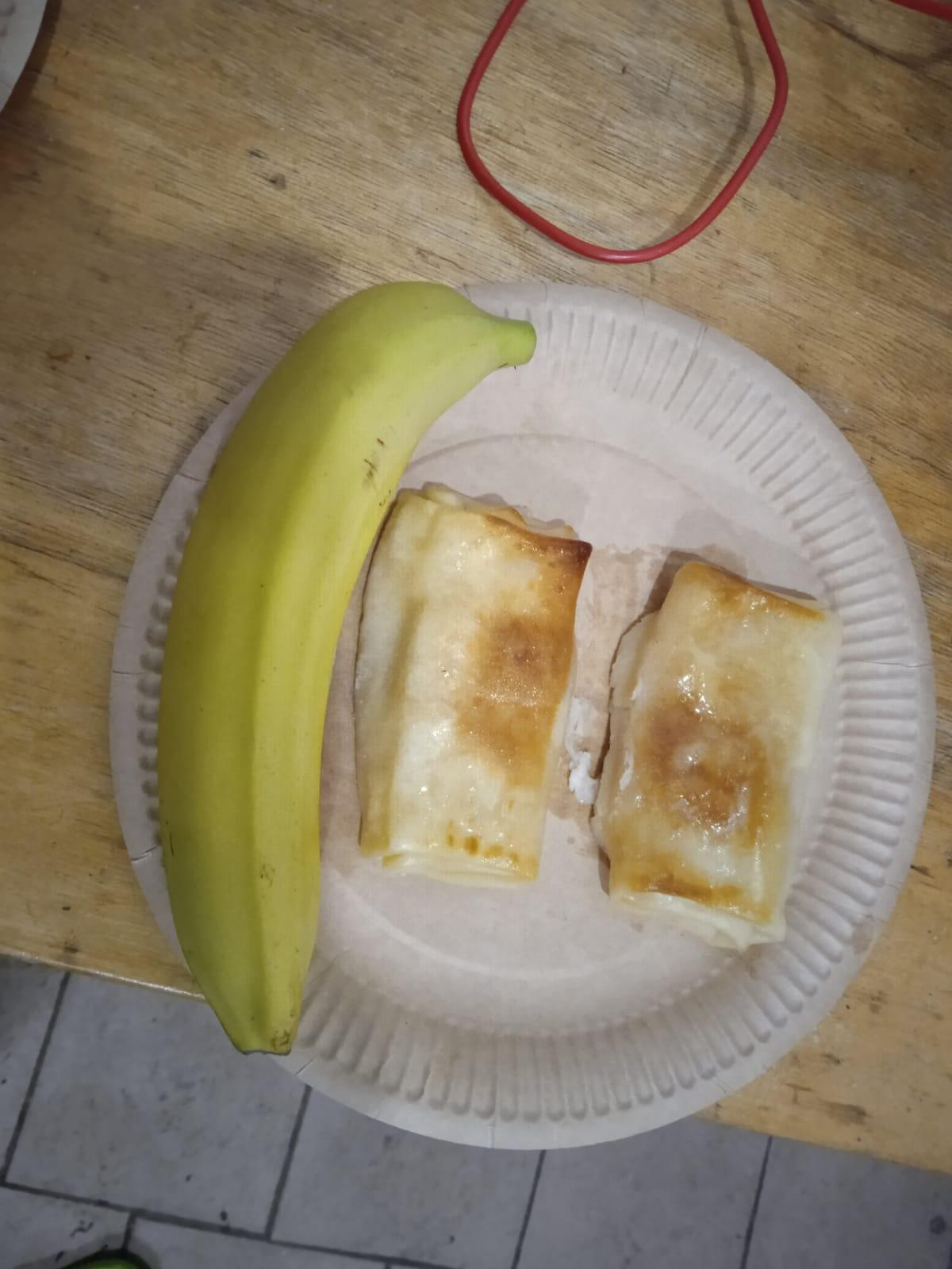 Photo of one of the meals served to migrants in the centre in Linkmenys. Sent by our Observer in September 2021.