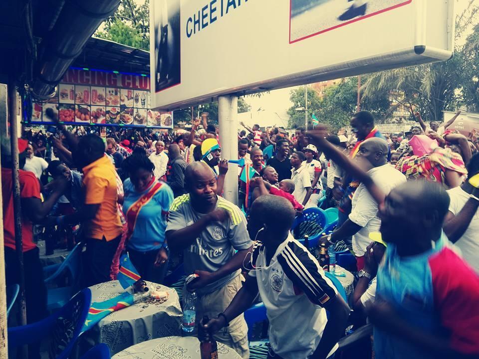 La République démocratique du Congo l'a emporté dimanche 3-0 en finale de la Chan contre le Mali. A Kinshasa, beaucoup de nos Observateurs ont préféré ne pas sorti dans les rues pour fêter cette victoire. Photo Kaiser Söze.