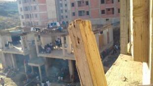 Des migrants vivent dans un bâtiment abandoné à Draria, en banlieue d'Alger. Photo envoyée par notre Observateur.