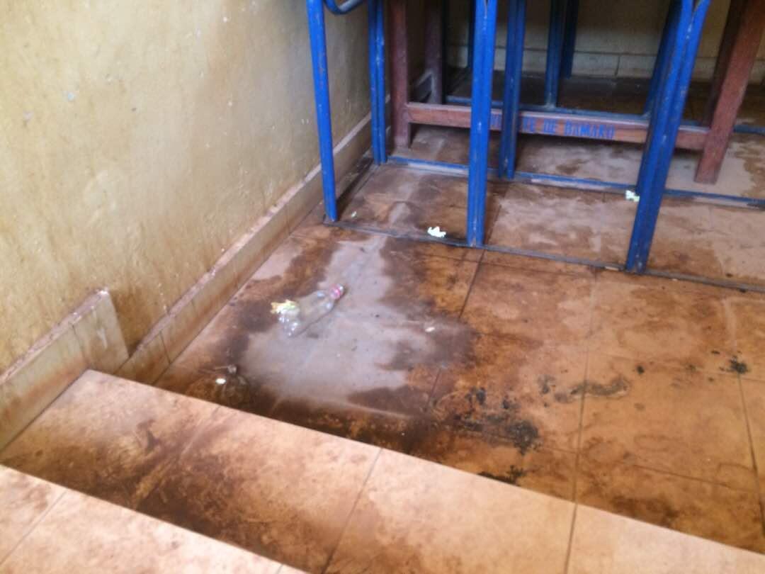 Les escaliers de la faculté d'histoire-géographie de l'université de sciences sociales et gestion de Bamako. Photo prise par notre Observateur.