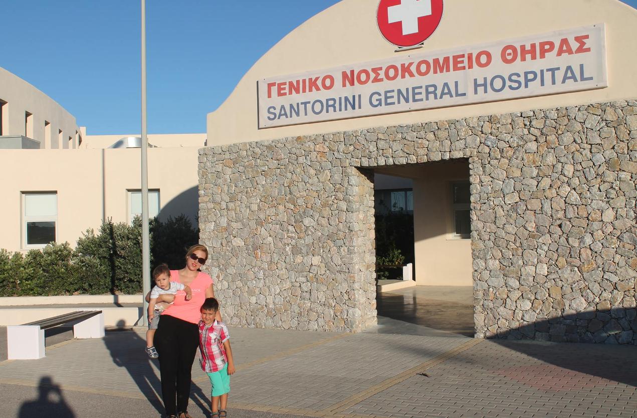 L'hôpital flambant neuf de Santorin, une île de l'archipel des Cyclades en Grèce, a enfin ouvert ses portes après cinq années de combat de notre Observatrice.