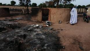 Photo d'un campement Peul détruit lors de l'attaque. Crédit photo : Adam ADA