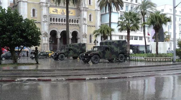 On January 12, 2010, the army was deployed in Tunis.