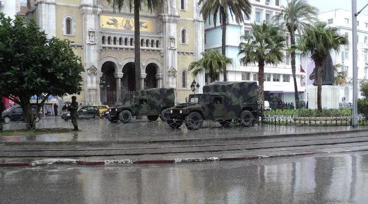 Le 12 janvier 2010, l'armée s'est déployée dans Tunis.
