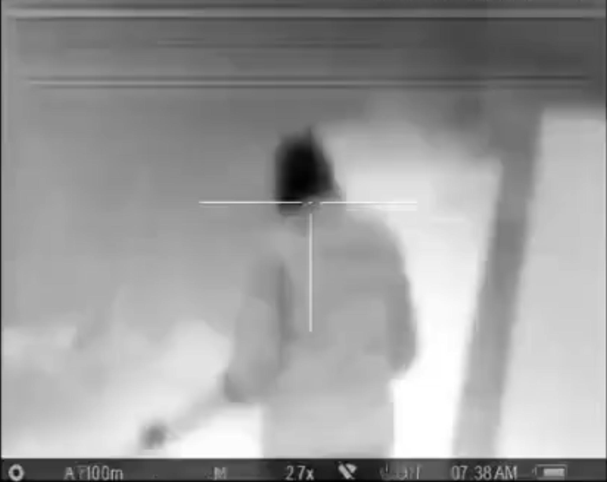تصایر برگرفته از ویدیویی که طالبان در میانههای فوریه منتشر کرد. در طی ۱۷ دقیقه دست کم ۹ سرباز افغانستانی هدف تکتیرانداز طالبان که مجهز به دوربین حرارتی است قرار میگیرد.