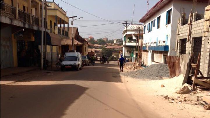 Rue déserte et commerces fermés au premier jour de la grève générale en Guinée. Photo de notre Observateur.