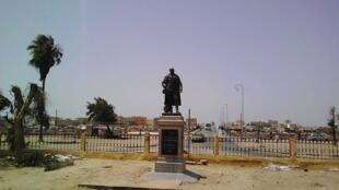 La statue de Louis Faidherbe, après sa réinstallation le 21 septembre. Photo : Thierno Dicko.