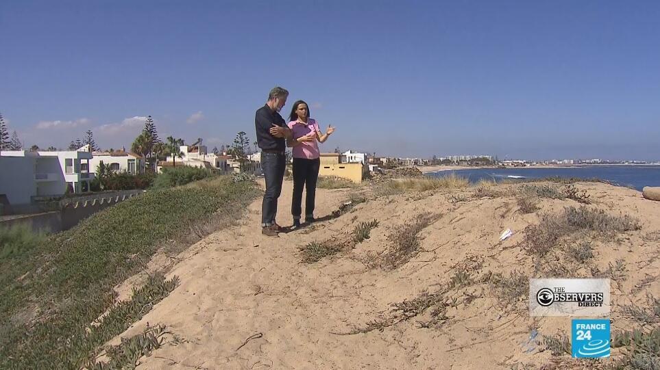 Notre Observatrice à Mohammédia montre comment une dune a été partiellement détruite pour offrir une vue sur la mer à un nouveau complexe immobilier. Capture d'écran / Les Observateurs Ligne Directe.