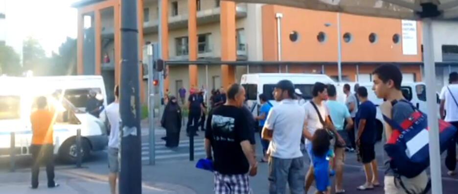 Arrivée des CRS dans le quartier de Bagatelle. Filmée par des habitants.