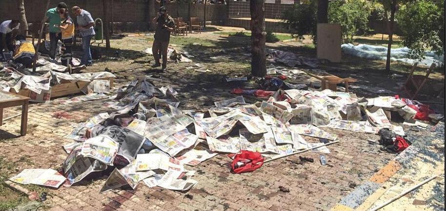 Photo de l'attentat a un rassemblement de jeune kurdes à Suruk lundi. Twitter.