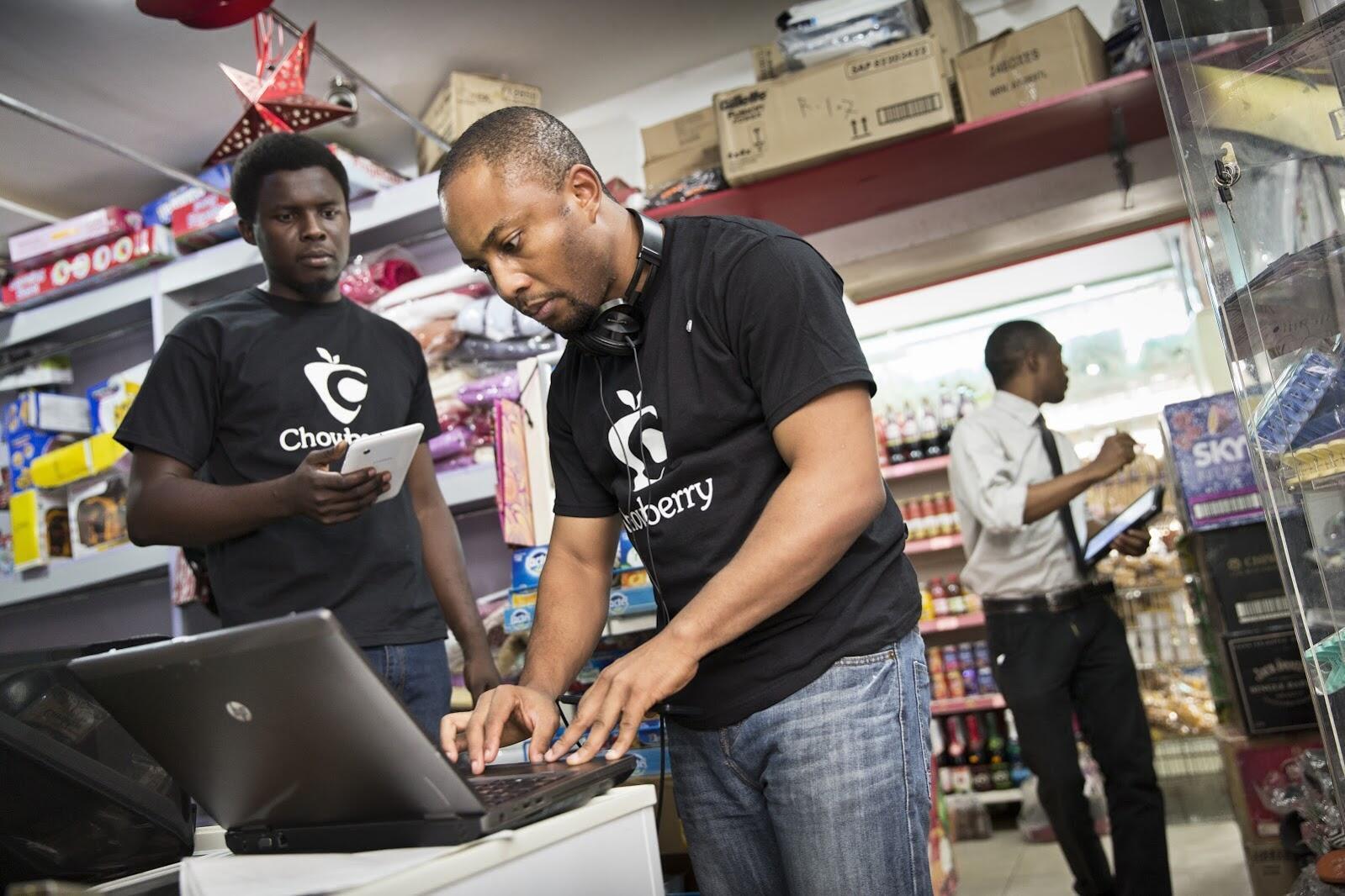 Chowberry permet de mettre en relation des commerçants avec des associations humanitaires afin de vendre les produits en voie de péremption à bas coût. Crédit : Chowberry/Rolex/Tomas Bertelsen.