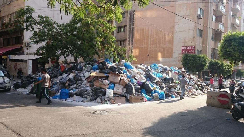 Amoncellement de déchets dans les rues de Beyrouth. Photo : Joey Ayoub.