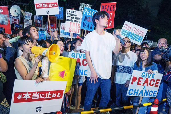 Rassemblement devant le parlement japonais à Tokyo, le 26 juillet. Photo postée sur Twitter par @noosa_noosa.
