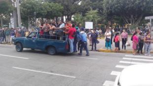 En raison de la grève des bus, les Salvadoriens ont cherché d'autres moyens de se déplacer. Photo postée le 29 juillet sur Twitter par @Williamwma.