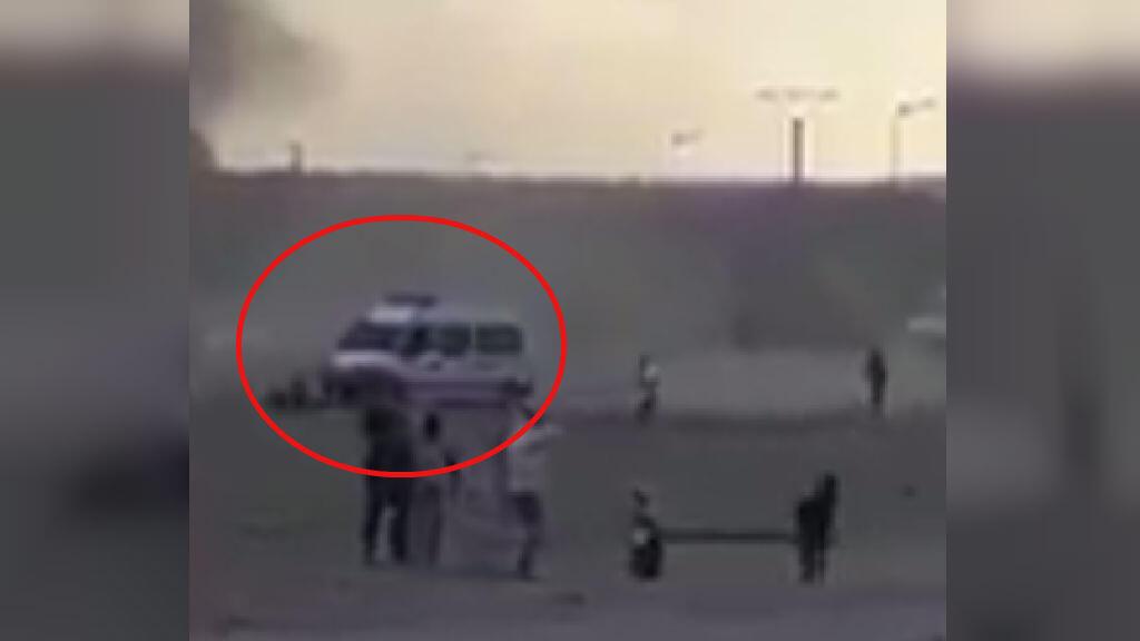 Capture d'écran de la vidéo au moment où une fourgonnette de la police municipale heurte un manifestant (0:11), le 14 mars 2018, dans la périphérie de Jerada.
