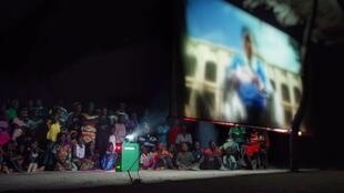 Outdoor film screening during the Cinécyclo Tour of Senegal. Photo courtesy of Cinécyclo