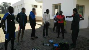 Les jeunes joueurs de football ivoiriens à Casablanca. Image transmise par l'un d'eux et floutée par France 24.