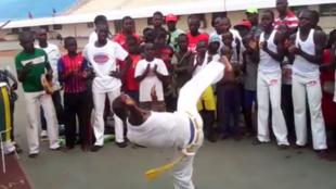 Démonstration de capoeira dans le stade de Bangui. Capture d'écran d'une vidéo envoyée par notre Observateur.