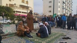 Un groupe religieux a passé trois jours dans le centre de Bejaïa. Photo envoyée par un correspondant de la webradio bénévole Radio Gouraya.