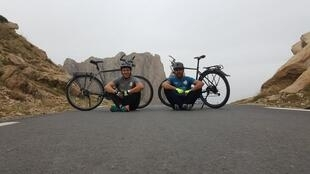 Achour Aghroud and Imad Idjennadene are touring Algeria by bike. Image credit: L'Algérie à Vélo / Facebook.