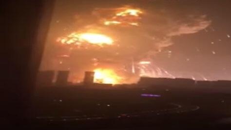 L'explosion impressionnante a été filmée par plusieurs vidéastes amateur.