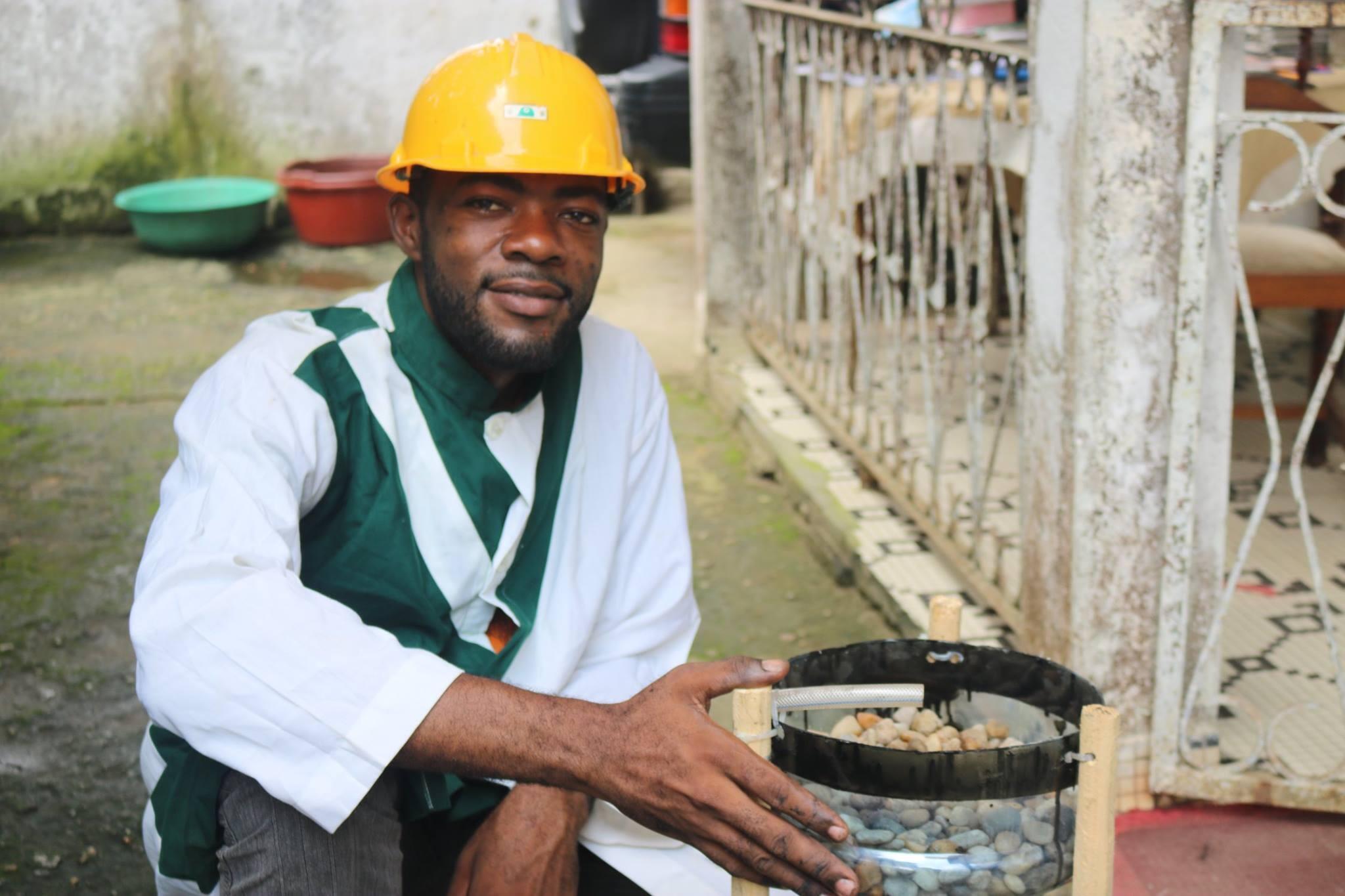 Flavien Kouatcha, un ingénieur à Douala, tente de populariser le kit aquaponique pour montrer qu'on peut cultiver autrement. / Photo Josiane Kouagheu