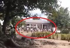Devant le lycée général d'Agboville, des élèves ont décidé de ne pas faire cours, à la veille des vacances scolaires. Capture d'écran de la vidéo ci-dessous.