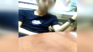 Capture d'écran d'une vidéo relayée sur les réseaux sociaux, montrant un homme d'affaires chinois proférer des insultes contre les Kényans.