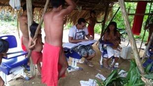 Arnaldo Cedeño Núñez, un médecin généraliste cubain, a travaillé durant deux ans dans le village de Bona, dans la forêt amazonienne, avant d'apprendre que son contrat prenait fin. Toutes les photos ont été transmises par Arnaldo Cedeño Núñez.
