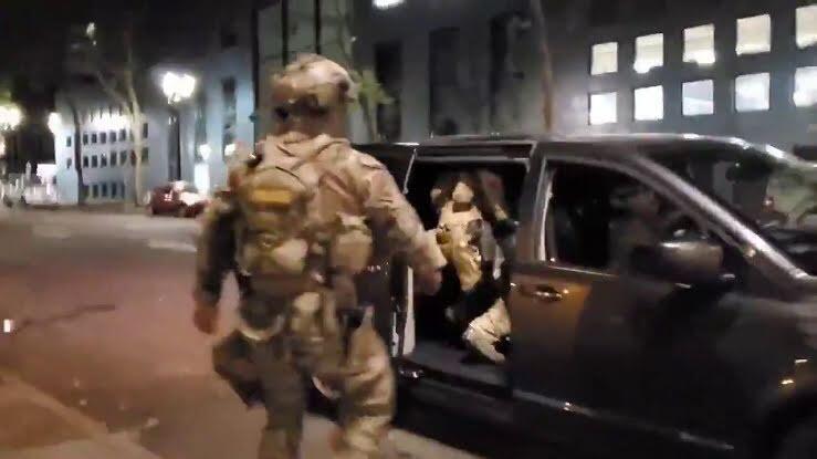 Des vidéos de troupes fédérales utilisant des vans banalisés ont été publiées sur les réseaux sociaux le 15 juillet.