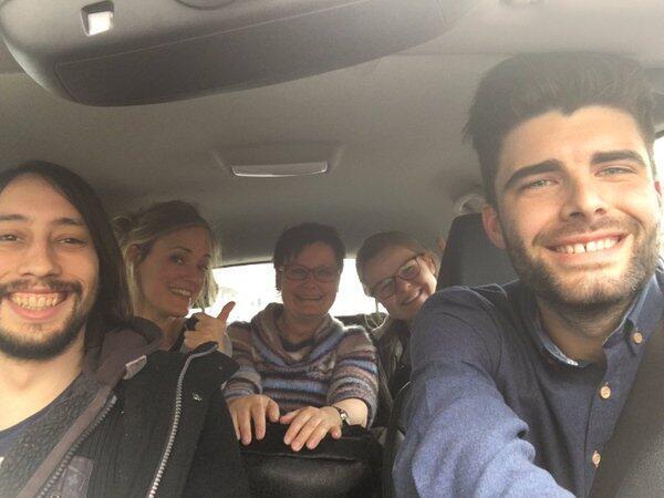 Selfie postée par Dennis Content, un jeune Belge qui a ramené de Bruxelles à Anvers quatre personnes sans moyen de transport après les attentats.