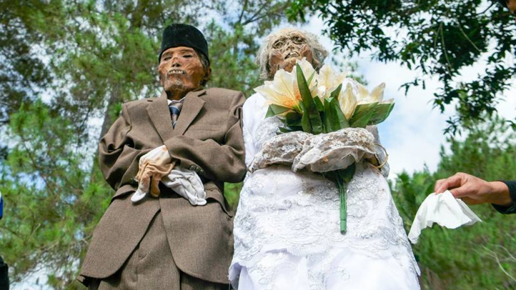 This man died in 1993 and his wife died in 2010. Their relatives dug them up in August 2016 as part of the Ma'nene festival in To'ampalla in the province of South Sulawesi. Photo: Muslianshah Bin Masrie.