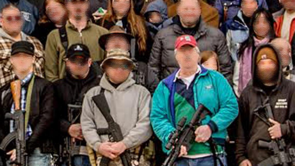 صورة لمظاهرة أمام مبنى الكابيتول في ولاية نيو هامبشير عام 2014، وتستخدم من قبل مستخدمي الإنترنت للإشارة إلى متظاهرين ولاية أوريغون.