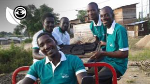 L'équipe de Kemit-ecology à Douala a créé un charbon biologique a base d'épluchures de légumes et de céréales, une première dans la région.