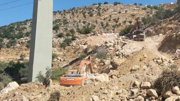 Début des travaux pour la construction du mur à Beit Jala. Source Yaron Rosenthal.