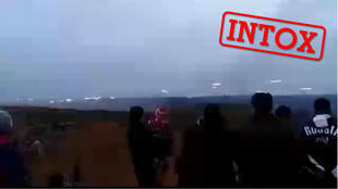 Cette vidéo prétendant montrer des touristes en Iran en train de regarder l'échange de tir entre l'Arménie et Azerbaïdjan est en réalité filmée en Russie en 2019.