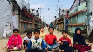 """Photo prise par l'association """"Koun"""", montrant quelques """"élèves"""" du camp de réfugiés syriens de Tal Abbas, dans le nord du Liban."""