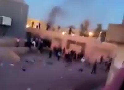 À Béchar, dans le sud de l'Algérie, des migrants d'Afrique subsaharienne vivant dans un squat ont été attaqués par des habitants en colère.