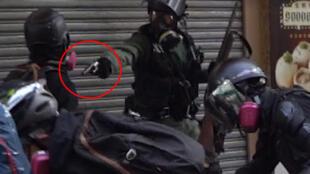 Capture d'écran d'une vidéo montrant le moment où un policier tire à bout portant sur un manifestant. Crédit : Campus TV